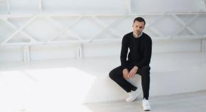 kris-van-ashe-modnyj-parizhskij-dizajner-s-belgijskimi-kornyami-1